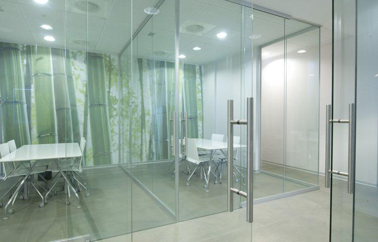 Chọn phụ kiện cửa kính phù hợp với không gian sống hiện đại