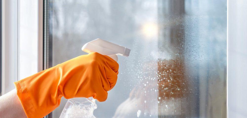 Mẹo làm sạch cửa kính cường lực