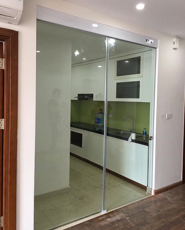 cửa kính lùa ngăn phòng bếp